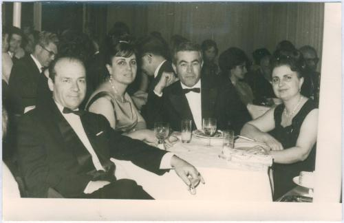 Soldan sağa: İbrahim Günç, Mehpare Taner, Ahmet Taner ve Neriman GünçFotoğraf rahmetli Fulya Akkaynak'ın arşivinden